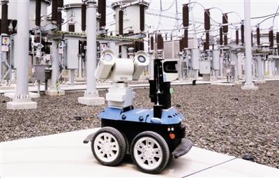 天津电力1000千伏特高压海河变电站内利用机器人协助设备巡查