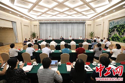 王东明在中国海员设备工会调研U揭埒工会重点变乱任务落实!''