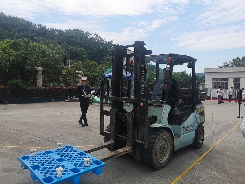 浙江温岭举办起重装卸机械操作工(叉车司机)职业技能大赛(图2)